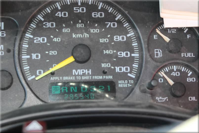 Odometer of a junk car that reads 295 thousand miles